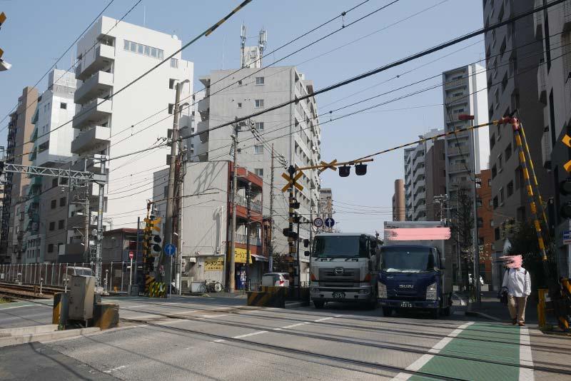 川崎 堀之内ソープランド街の近く 京急の踏切 ラーメン二郎